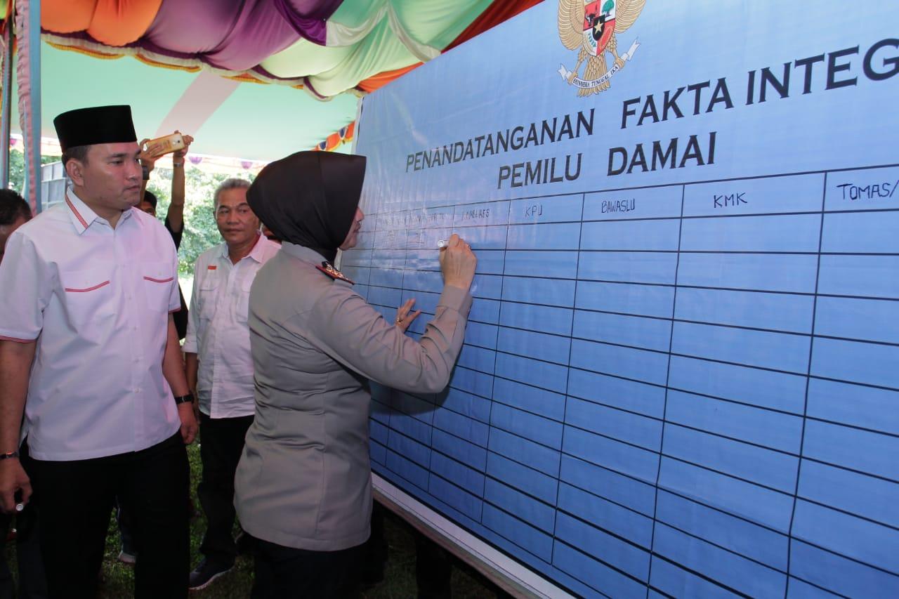 apresiasi-deklarasi-damai-pemilu-2019-kmk-beni-salam-waras-indonesia-muba204qa1552473942.jpg