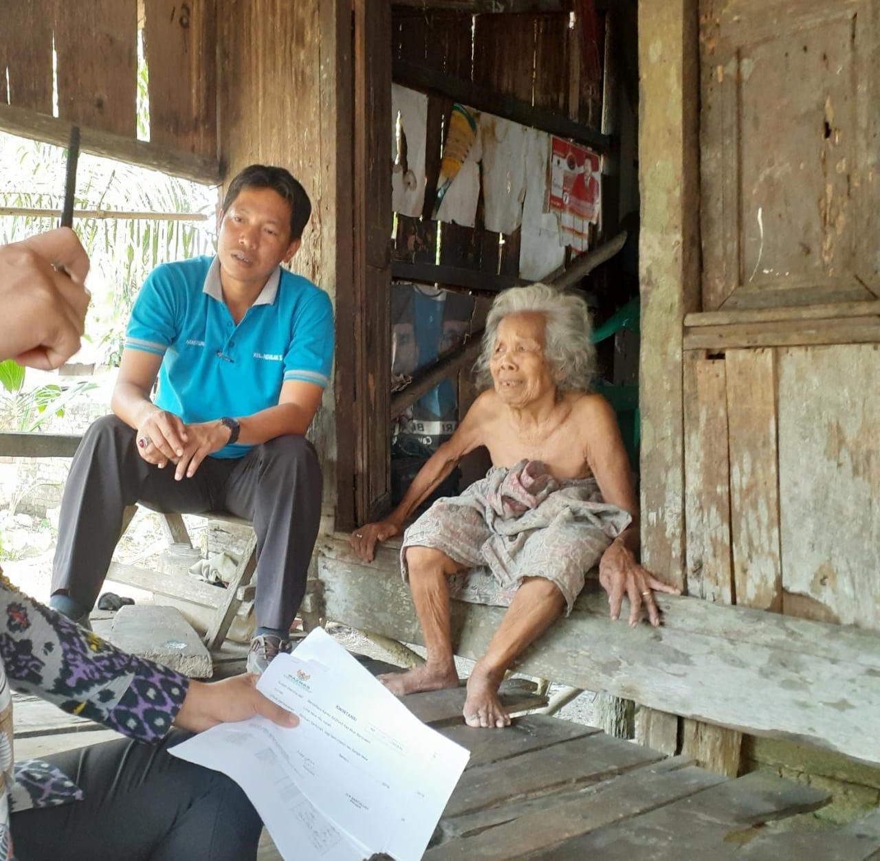 baznaz-muba-salurkan-bantuan-bagi-warga-kurang-mampu-di-desa-ngulak-1-muba320gx1572753142.jpg