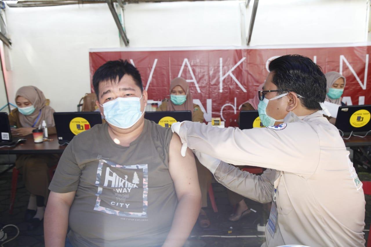 herman-deru-fasilitasi-vaksinasi-ratusan-anggota-fkub-muba1643o1617718864.JPG
