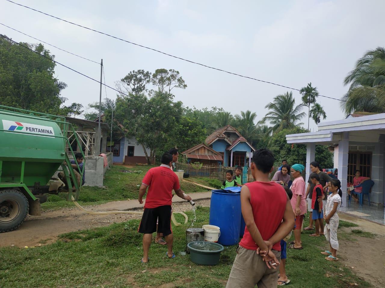 kades-sungai-dua-gandeng-pertamina-dan-pt-smse-suplai-air-bersih-ke-masyarakat-muba55oy1572689877.jpg