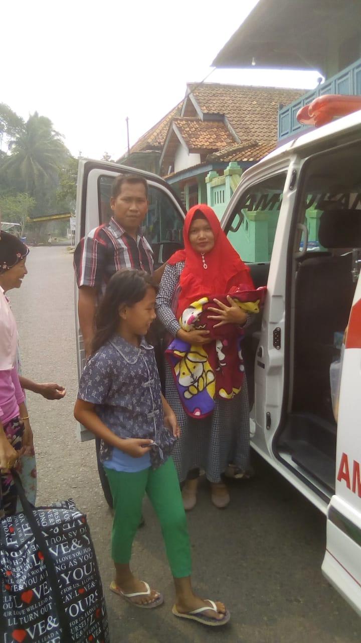 mobil-ambulance-gerindra-relawan-evra-hariadhy-siap-bantu-warganya-muba107l31572926209.jpg