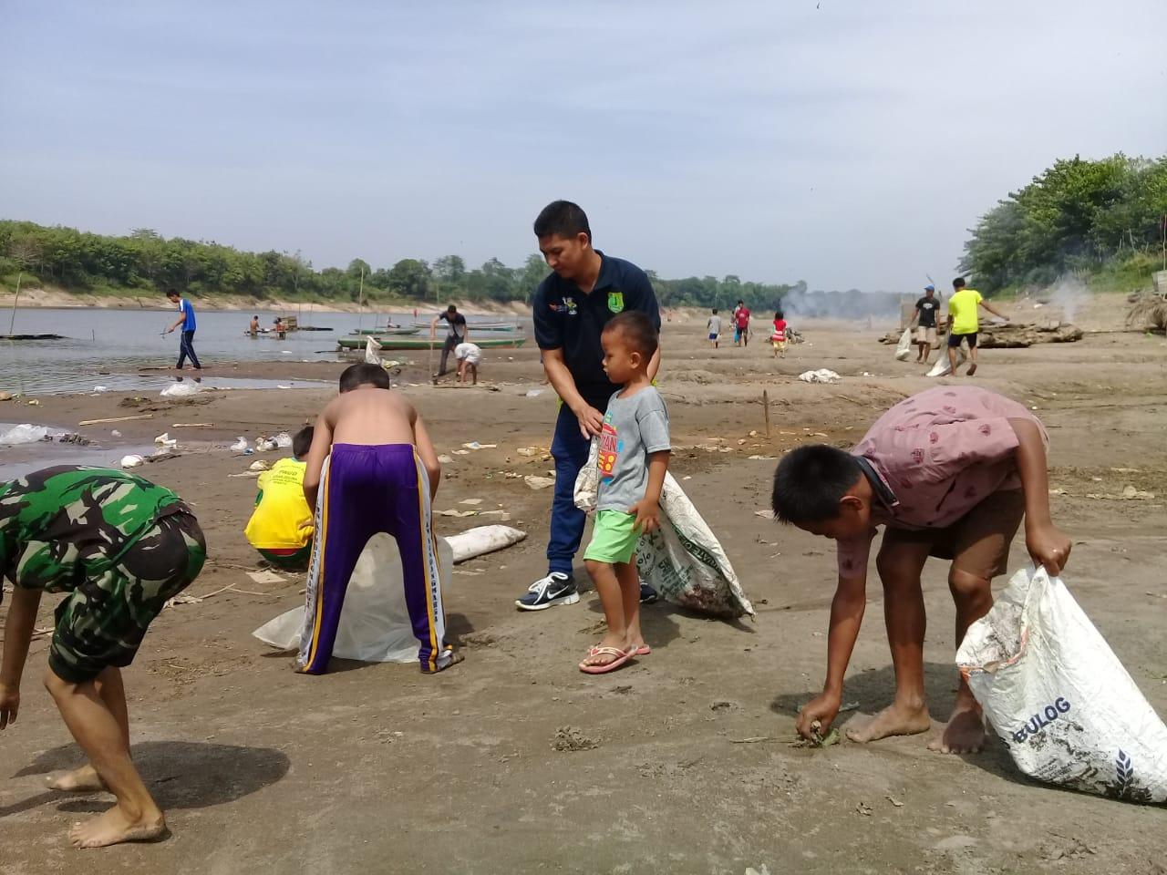 peringati-hut-ri-ke-74-dispopar-dan-dlh-muba-dukung-arsi-bersihkan-sungai-musi-muba308oq1565429038.jpg