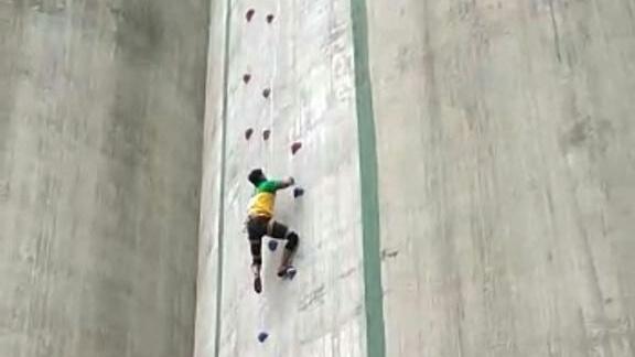 rekor-tercepat-atlet-panjat-tebing-muba-juara-satu-kejuaraan-wirabraja-open-muba398rm1570590961.jpg