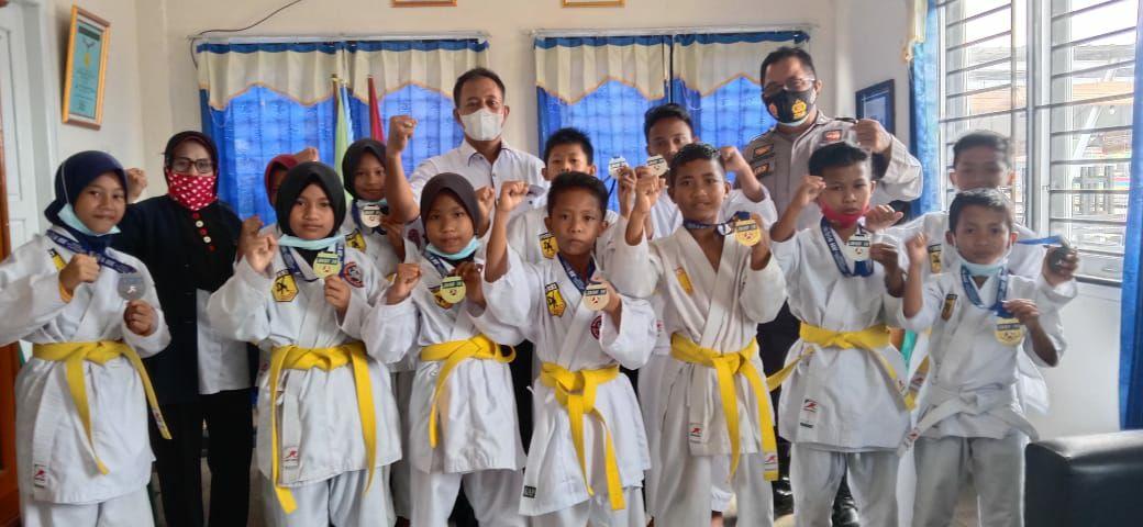 salah-satu-ekskul-andalan-sdn-muara-medak-februari-lalu-borong-12-medali-di-kejurnas-karate-muba213tz1614569320.jpg