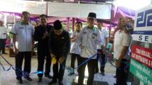 Pemotongan pita oleh asistant Bidang Administrasi Umum dan Keuangan Setda Muba III H Ibnu Saad SSos MSi.