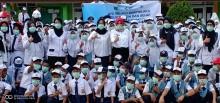 Pembagian Masker Kepada Siswa, Antisipasi Penyakit ISPA