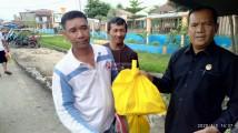 Driver Bentor Bayung Lencir mendapat bantuan sembako dari Ketua Komisi 3 DPRD Muba, Afitni Junaidi Gumay.