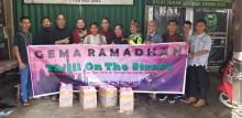 Gema Ramadhan, Komunitas Motor Babat Toman Berbagi Takjil On The Street
