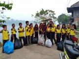 Giat Siswa SDN 4 Kasmaran Besih Sampah Plastik