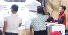 Hingga Dini Hari, Penghitungan Suara TPS 01 Desa Lais Belum Selesai