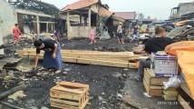 Isak Tangis Pedagang Pasar Bayung Lencir Menatap Sisa Kebakaran