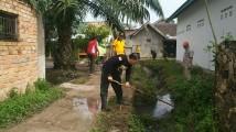 Keroyokan Bersihkan Lingkungan, Bersiap Hadapi Musim Hujan