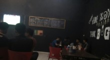 Acara nobar di cafe The Koy Babat Toman.