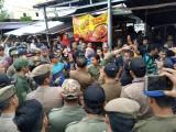 Pedagang Pasar Talang Jawa Dipindahkan Pakai Truck