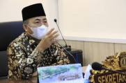 Bupati Musi Banyuasin Dr H Dodi Reza Alex Noerdin melalui Sekretaris Daerah Musi Banyuasin Drs H Apriyadi MSi mengikuti Rapat Standar Pelayanan Publik Kabupaten/Kota se-Sumatera Selatan secara virtual, di Ruang Rapat Sekda Muba, Jumat (23/4/2021).