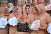 Penuh Semangat, DWP Muba Ikuti Pelatihan Pembuatan Paper Flower