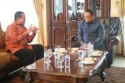 Deputi Direktur Sistem Pembayaran Kantor Perwakilan Bank Indonesia Provinsi Sumsel, M Seto Pranoto (kiri) di sela audiensi bersama Bupati Muba H Dodi Reza Alex Noerdin, Minggu (15/10)