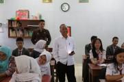 Ribuan peserta didik dan alumni memadati halaman SMA Negeri 3 Palembang, Jumat (18/10/2019).