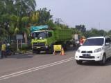 Pengaspalan di Jalan Kolonel Wahid Udin sepanjang jalan 4 kilometer yang dilakukan pihak Kementerian PUPR melalui Balai Besar Pelaksanaan Jalan Nasional V Palembang dengan menggunakan aspal karet.