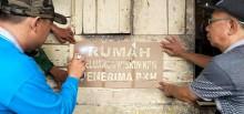 Rumah KPM PKH Kelurahan Serasan Jaya Ditempel Sticker
