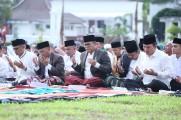 Sambut Kemenangan Idul Fitri, Rayakan kebersamaan, Dodi Reza Alex Sholat Ied bersama Masyarakat Muba