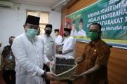 Secara Bergilir, Bupati DRA Bagikan 1500 Naskot di Tiap Kecamatan