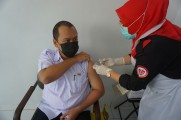 Peserta vaksinasi harus dipastikan tidak memiliki komorbid untuk lulus tahap skining. Jika lulus kemudian menjalani penyuntikan vaksin di ruang yang sudah ditentukan.