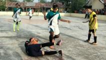 Tim Futsal Taruna Jaya saat hendak mencetak gol ke gawang Garuda Putra namun masih bisa diatasi penjaga gawang Tim Futsal Garuda Putra.