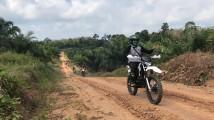 Minggu (9/8/2020) dengan menggunakan motor trail, Camat Jirak Jaya, anggota Polsek Sungai Keruh, Kepala Desa se -Kecamatan Jirak Jaya dan Komunitas motor Jirak Trail Adventure (JTA) melakukan sosialisasi bahaya Karhutbunla hingga ke pelosok.