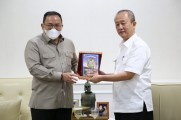 Bupati Musi Banyuasin Dr H Dodi Reza Alex Noerdin menerima audiensi Pengurus Ikatan Keluarga Nganti Palembang, di Ruang Audiensi Bupati Muba, Selasa (8/9/2020).