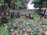 Warga Muba Kompak Pakai Daun Pisang Hingga Anyaman Bambu