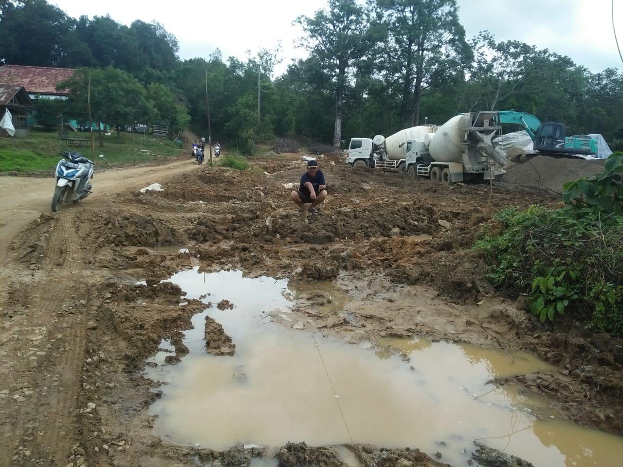 warga-harapkan-pembangunan-jalan-tebing-bulang-sungai-dua-dilanjutkan-muba242vb1578042260.jpg